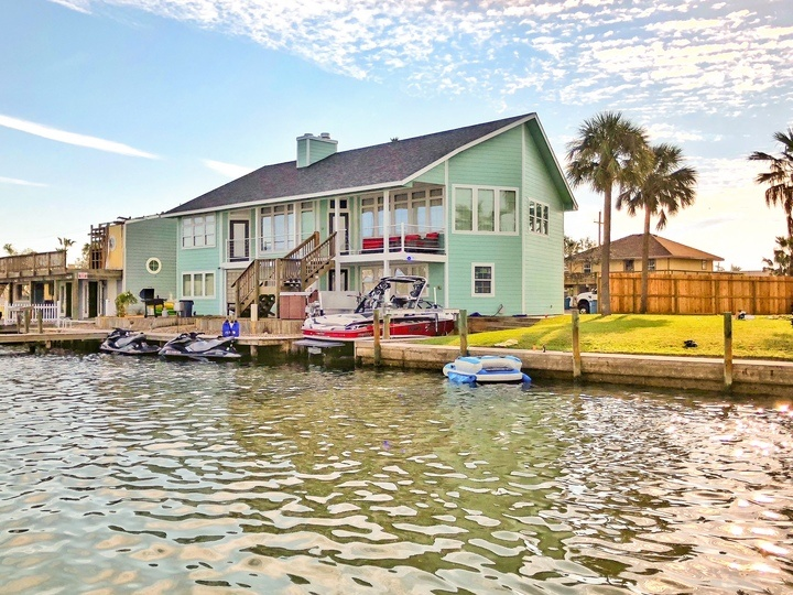 Waterfront on Little Bay, Hot Tub, Sunsets & Fishing Boat Rental on Site!